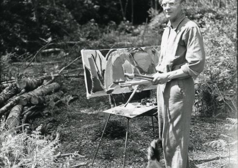 Ivon Hitchens painting in his garden, photograph by George Garland. COURTESY WEST SUSSEX RECORD OFFICE N37768