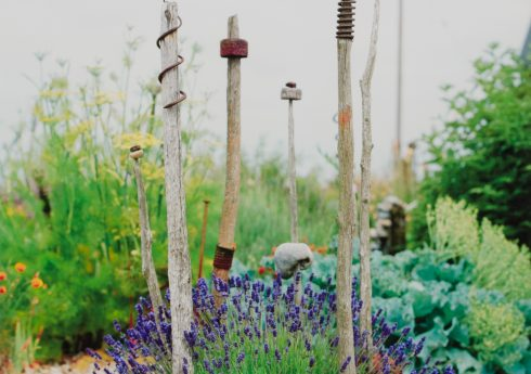 Found object sculpture in the garden at Prospect Cottage c.1990 © Howard Sooley