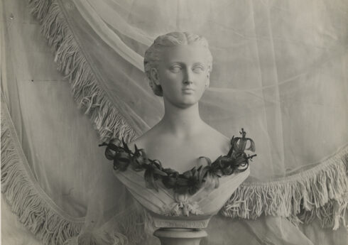 Bust with a necklace of lilies by Constance Spry, c.1935, photographer unknown / RHS Lindley Collections